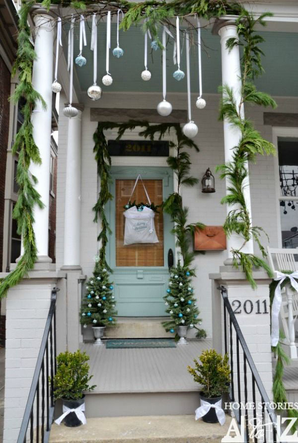 Best outdoor christmas decorations ideas all about christmas for Simple outside christmas lights ideas