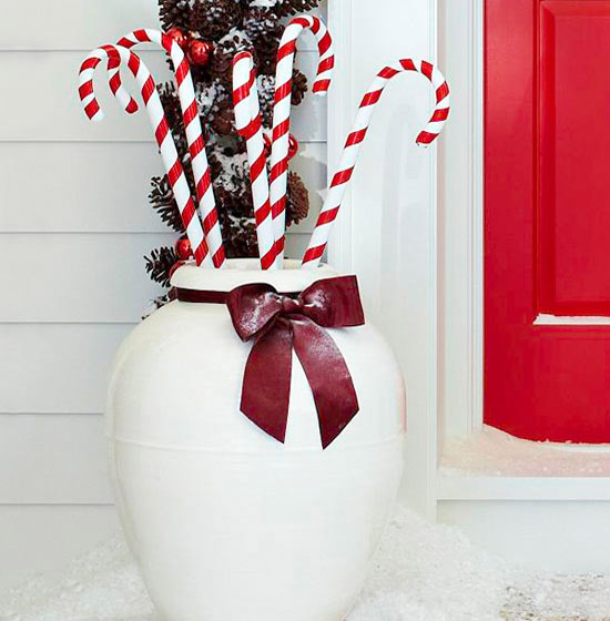 Outdoor christmas decorating ideas 32 all about christmas Simple christmas outdoor decorating ideas