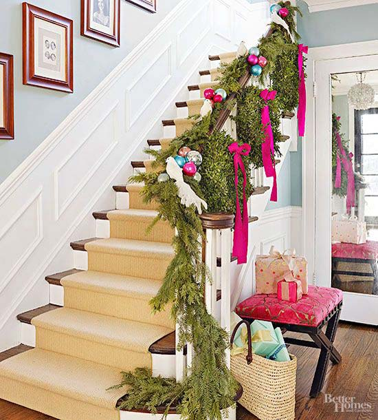 40+ Festive Christmas Banister Decorations Ideas
