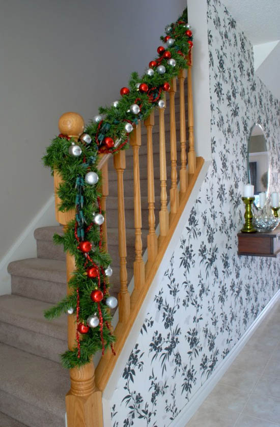 christmas garland ideas 4 - Banister Christmas Garland Decor