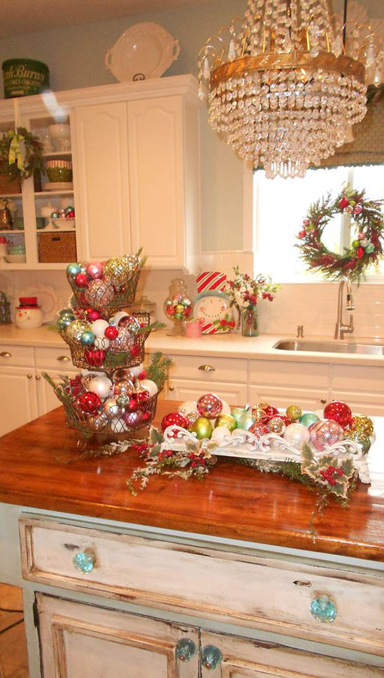 30 stunning christmas kitchen decorating ideas all for Christmas kitchen decor