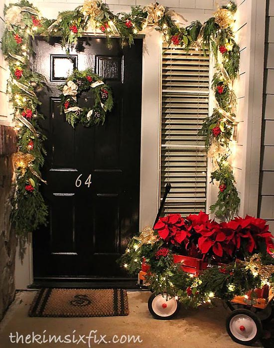 35 cool christmas porch decorating ideas all about christmas for Front yard christmas decorating ideas