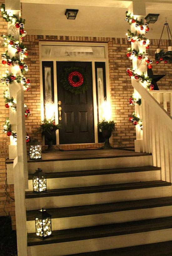 35 cool christmas porch decorating ideas all about christmas. Black Bedroom Furniture Sets. Home Design Ideas