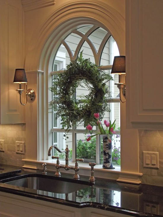 40 stunning christmas window decorations ideas all for Arched kitchen window treatment ideas