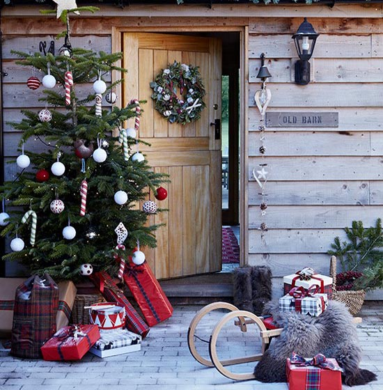 Country christmas decorating ideas 12 all about christmas Christmas decorations for house outside ideas
