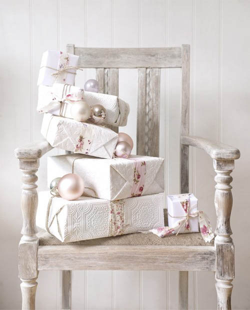 30 breathtaking shabby chic christmas decorating ideas all about christmas. Black Bedroom Furniture Sets. Home Design Ideas