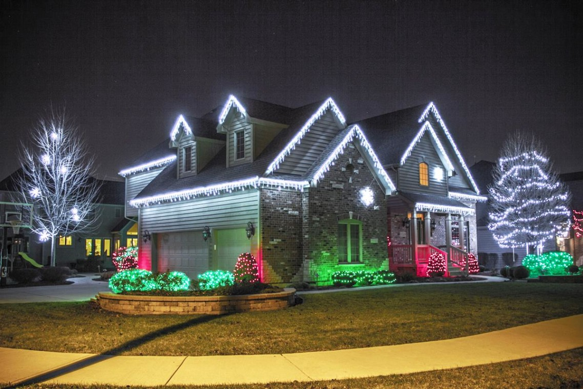 40 outdoor christmas lights decorating ideas all about - Leds exterior para jardin ...