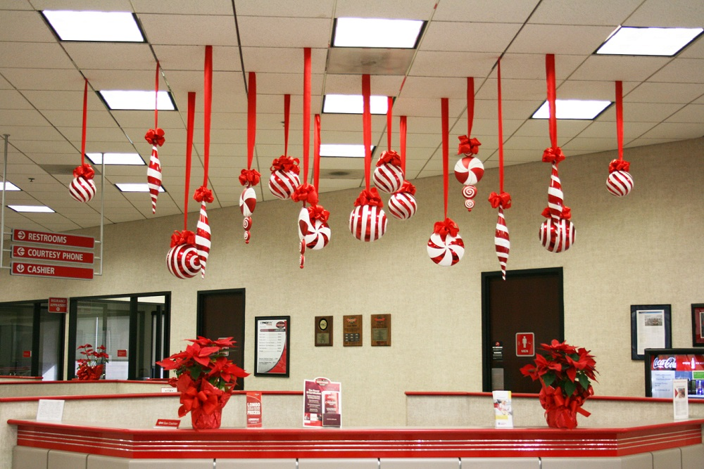 Awe Inspiring 40 Office Christmas Decorating Ideas All About Christmas Largest Home Design Picture Inspirations Pitcheantrous