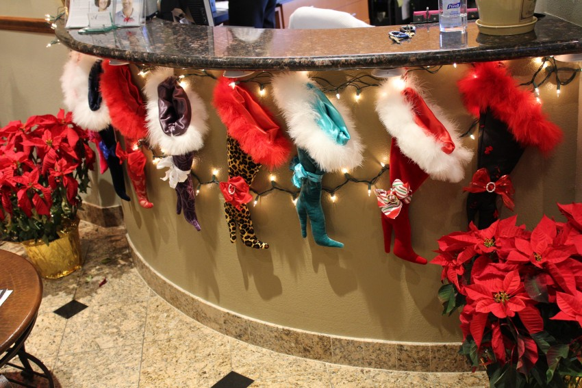 15 front desk 15 source decorate the front desk this christmas