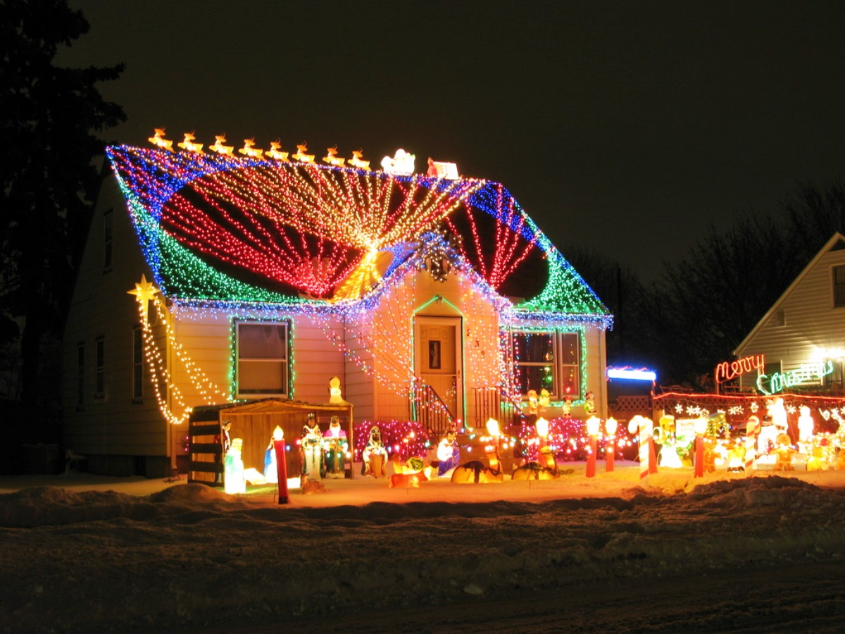 40 outdoor christmas lights decorating ideas all about christmas - Christmas House Decorations Outside