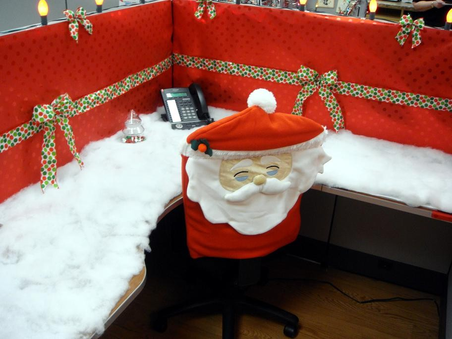 20 - Simple Office Christmas Decoration Ideas