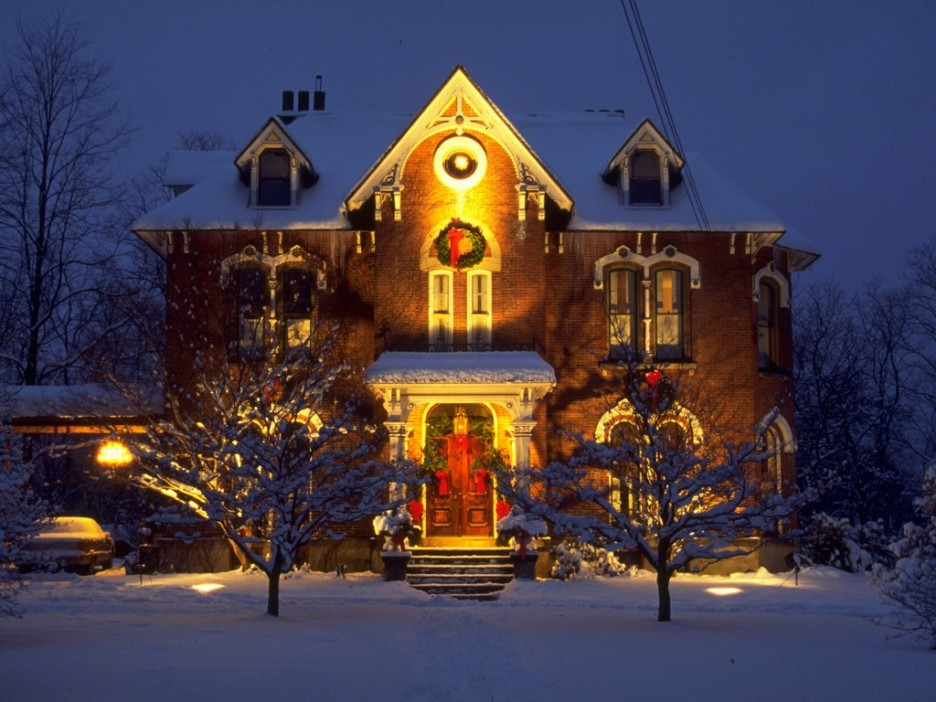 Decorate house for christmas outside