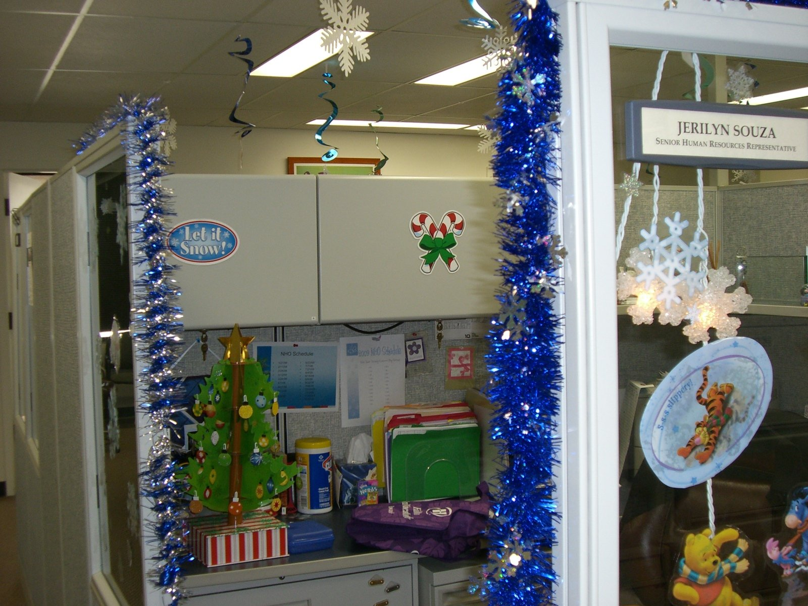 source - Office Christmas Decorating Themes