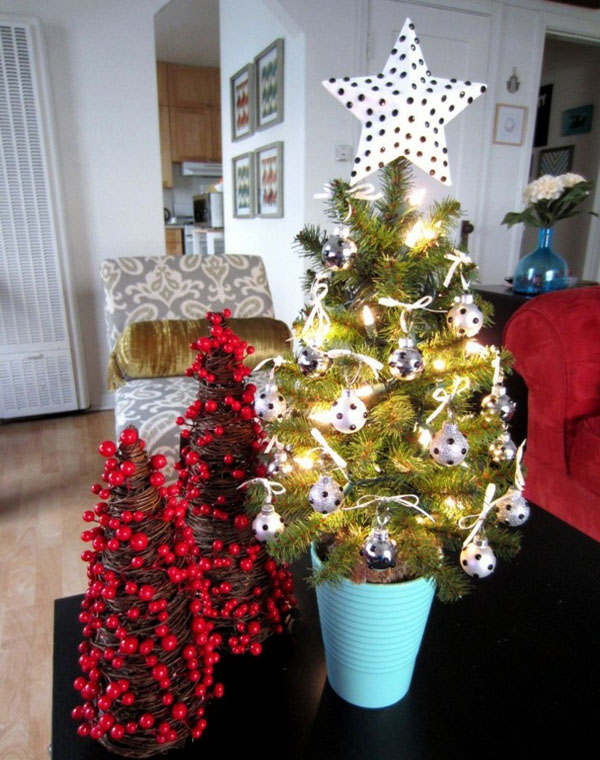 christmas decorating for small space 24 - Christmas Decorations For Small Spaces