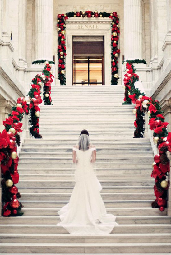 40 stunning christmas wedding decoration ideas all about christmas christmas wedding decoration ideas 1 junglespirit Image collections