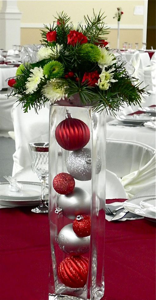 Pictures of Wedding Reception Table Centerpieces. There are many ways to make your wedding table centerpieces look marvelous. Wedding reception decorations need not be expensive, just have a look at the pictures and ideas below.