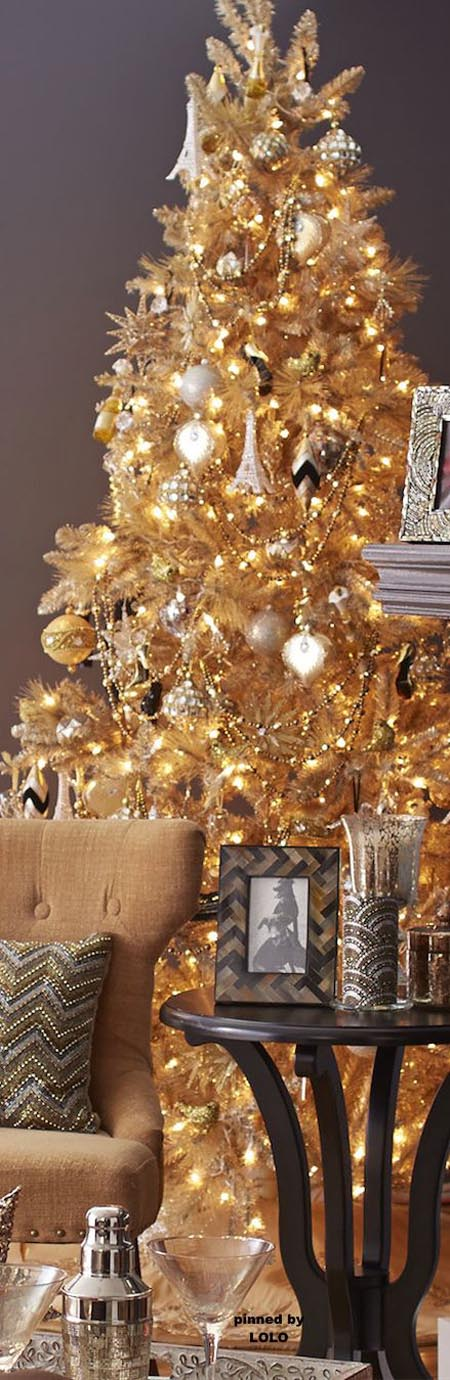 35 fabulous gold christmas decorating ideas all about for Gold christmas tree lights