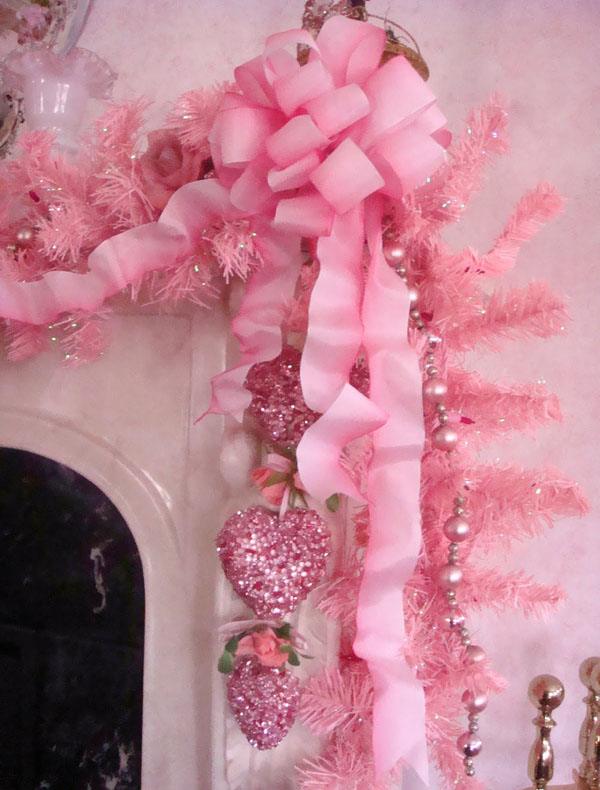 pink-christmas-decorations-25