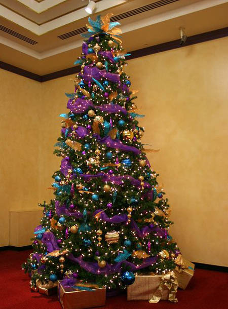 christmas tree decorated in gold and purple www. Black Bedroom Furniture Sets. Home Design Ideas