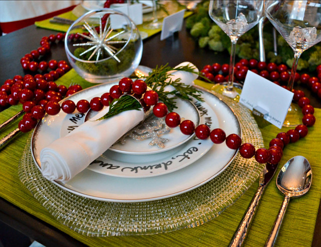 red-and-white-christmas-decor