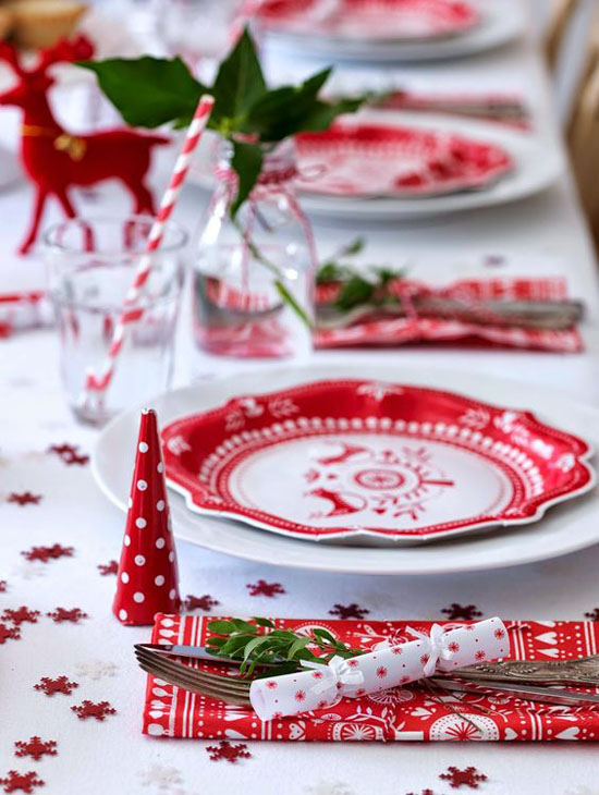 red-white-christmas-decorations-13