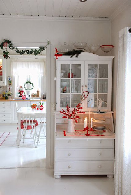 red-white-christmas-decorations-21