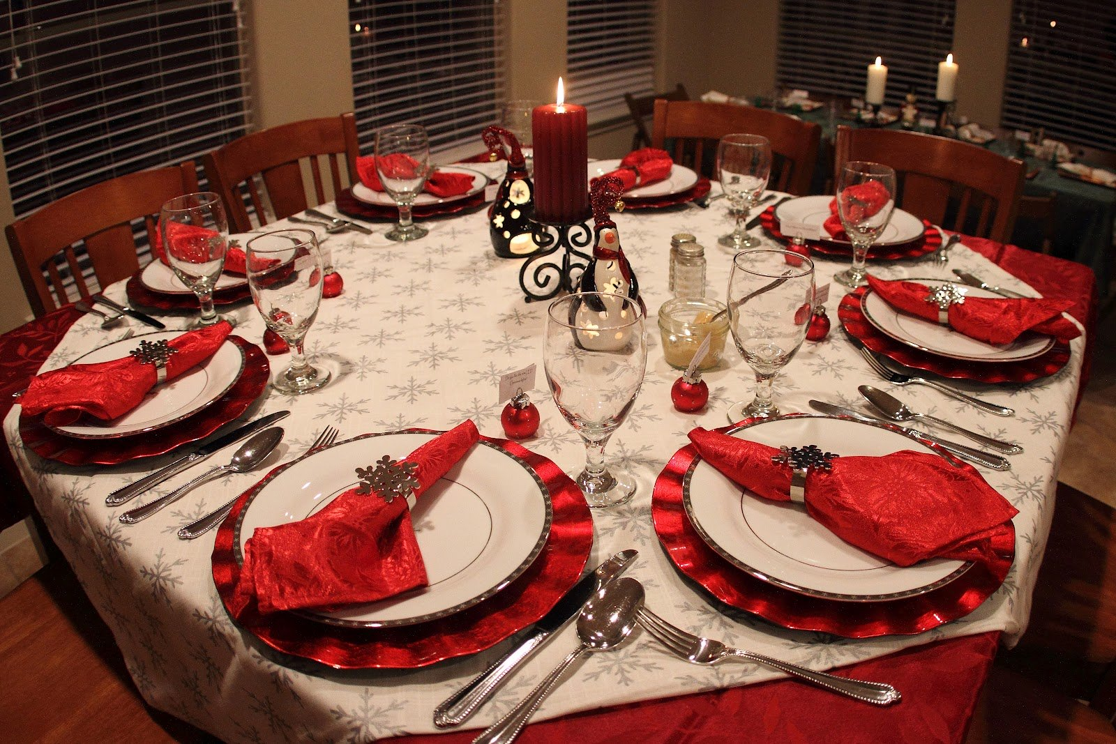 40 christmas dinner table decoration ideas all about for Dinette table decorations