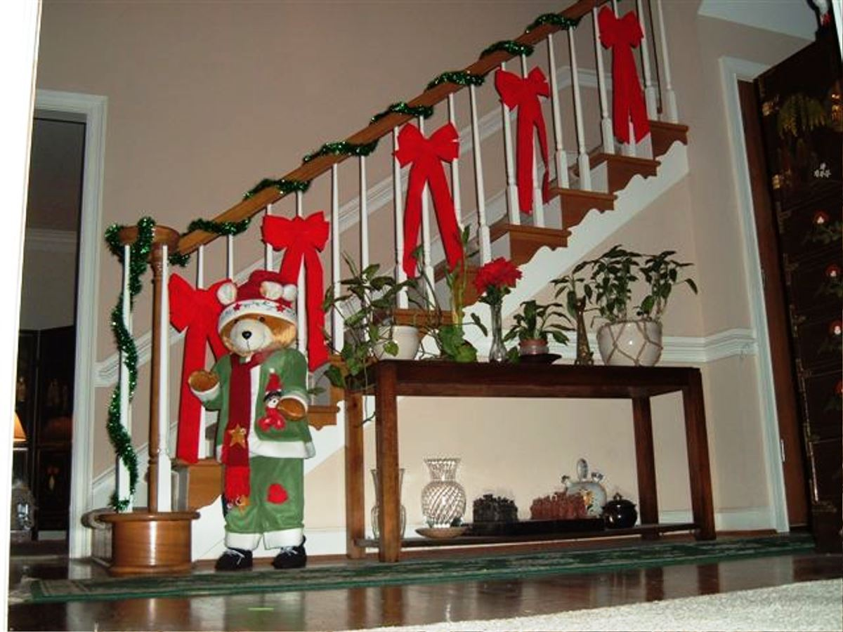 26 - How To Decorate Outdoor Railing For Christmas