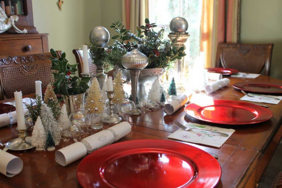 40 christmas dinner table decoration ideas all about for Garage comos sauvian occasion