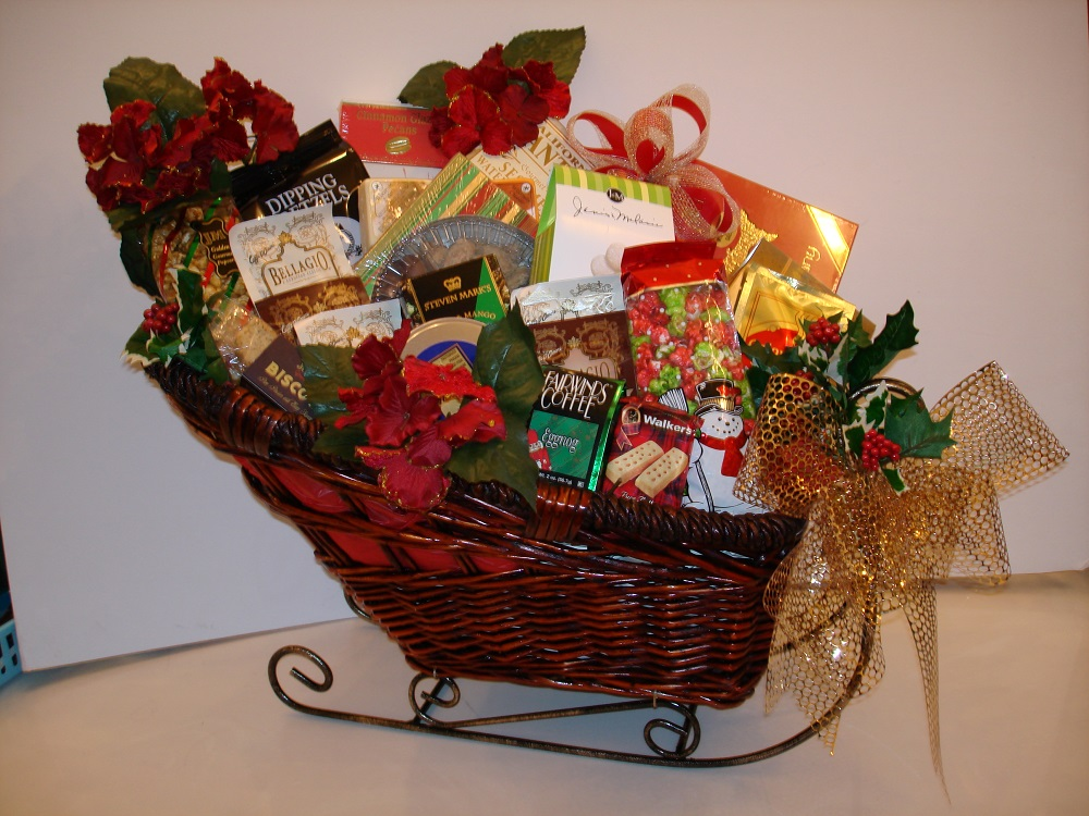 1 - Christmas Basket Decoration Ideas