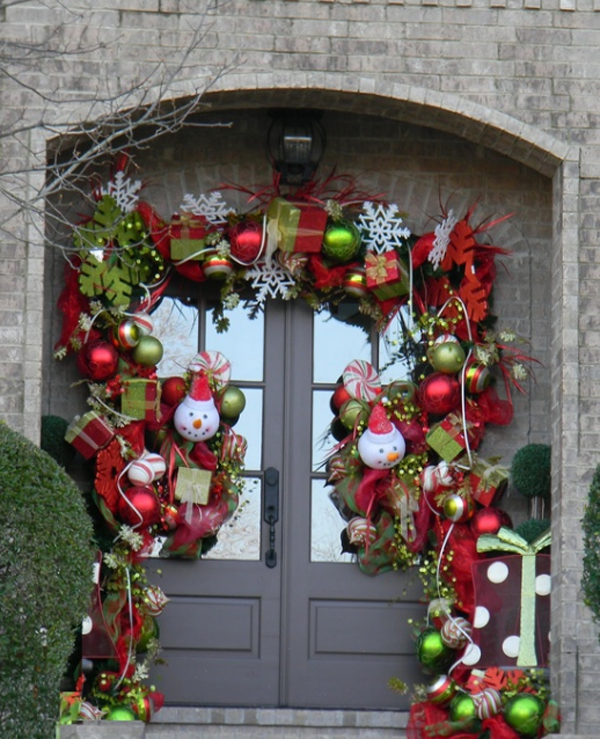 32 - Beautiful Christmas Door Decorations