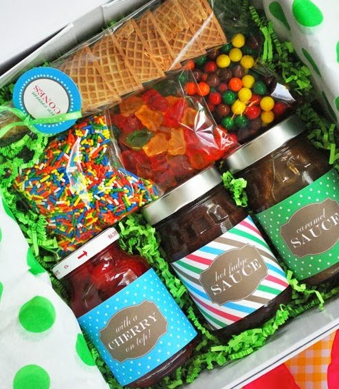 Best 25 boyfriend gift basket ideas on pinterest food hamper ideas 40 best christmas gift basket decoration ideas solutioingenieria Choice Image