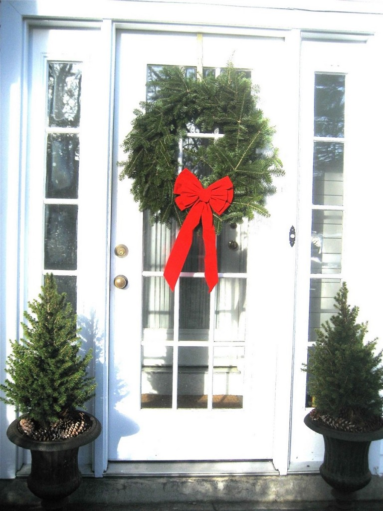 40 Appealing Christmas Main Door Decoration Ideas - All About Christmas