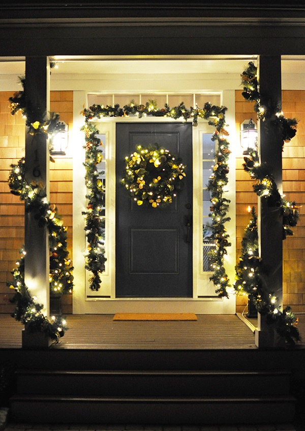 40 appealing christmas main door decoration ideas all for Easy front porch christmas decorations