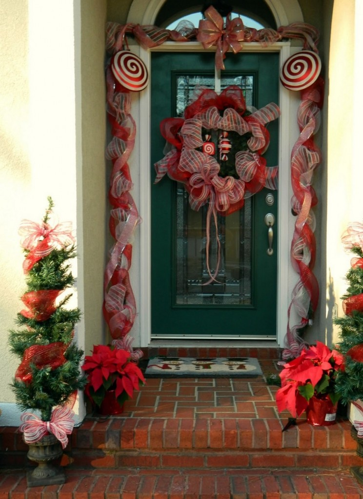 40 Appealing Christmas Main Door Decoration Ideas – All ...