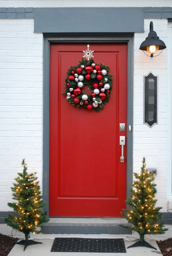 40 appealing christmas main door decoration ideas all for Door decoration xmas