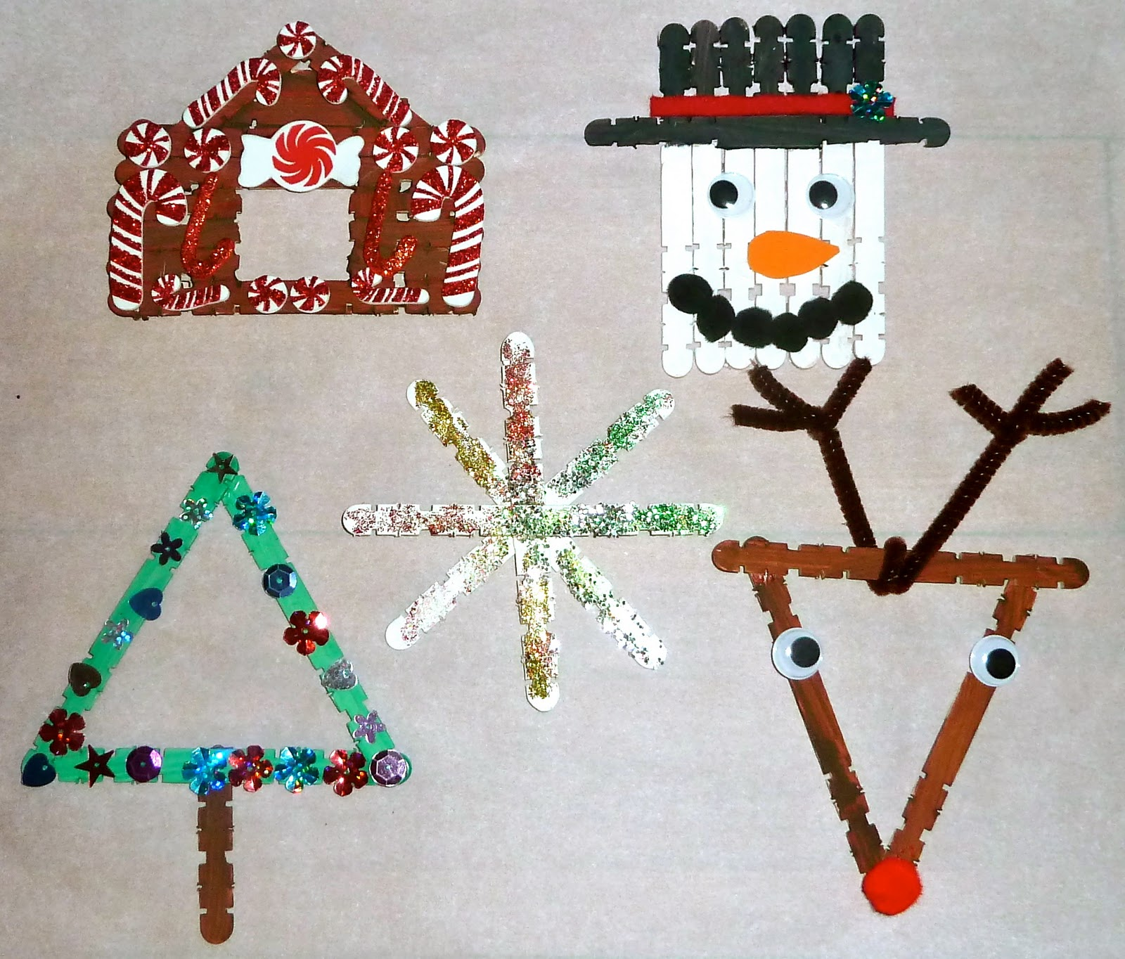 40 fantabulous christmas decorations for kids all about for Art and craft for school decoration