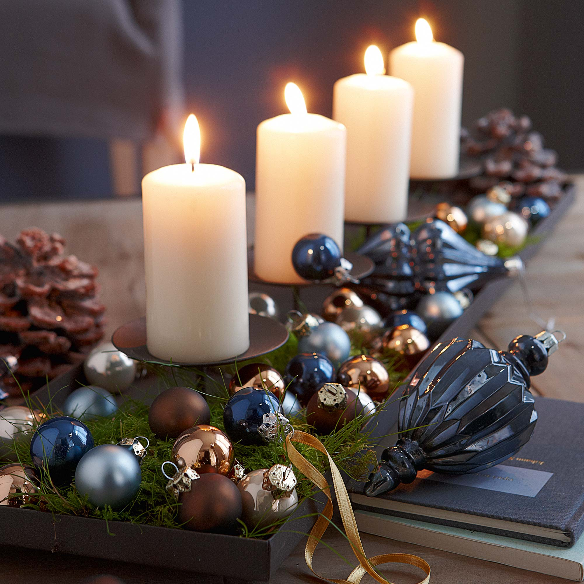 40 Scintillating Christmas Candle Decoration Ideas - All About Christmas