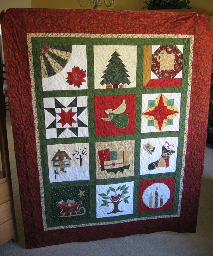 40 Mind-blowing Christmas Quilts To Own - All About Christmas