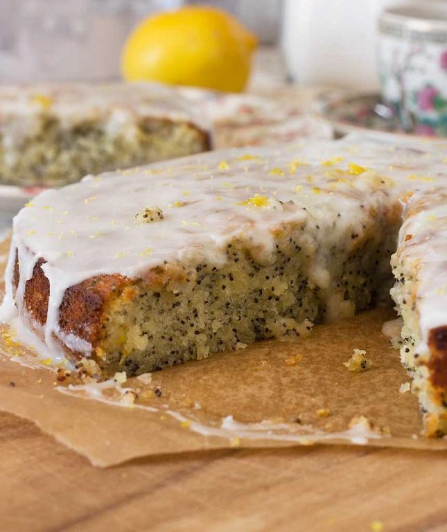 LEMON-POPPY-SEED-DRIZZLE-CAKE