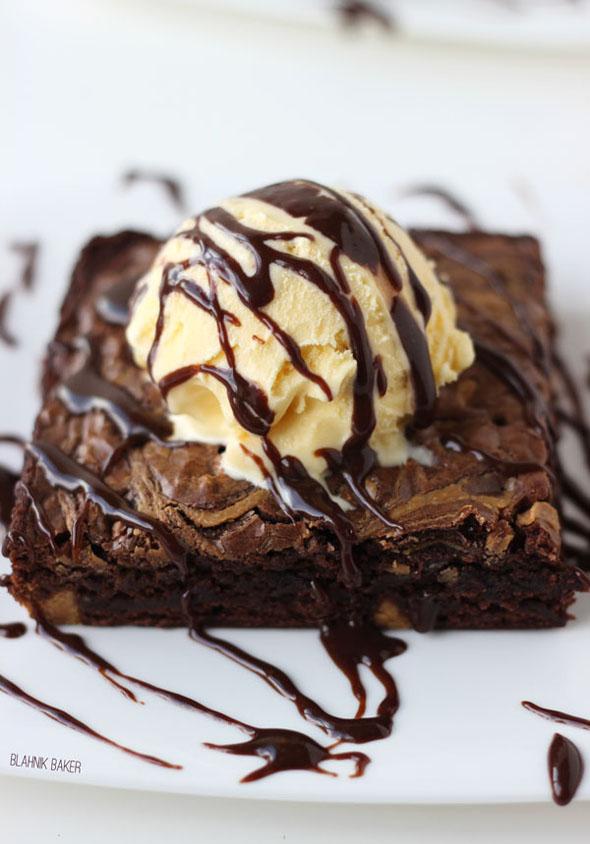 hot-fudge-peanut-butter-swirl-brownie-sundae