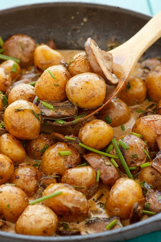 roasted-baby-potatoes-in-a-homemade-mushroom-sauce-mushrooms