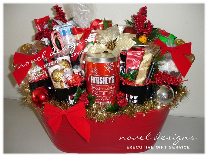 30 christmas gift hamper ideas all about christmas for Christmas gift basket ideas for families